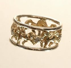 high stepping horse wedding ring