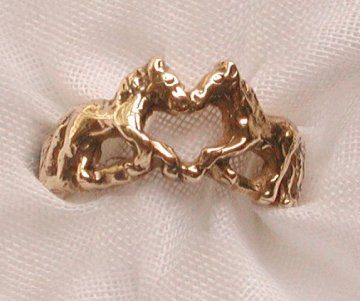 a horse ring with a heart on solid